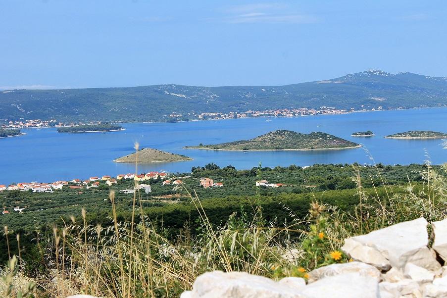 Une vue sur une partie des petites îles qui sont devant Biograd